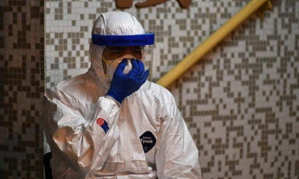 Một nhân viên y tế tại Hong Kong ngày 11/2. Ảnh: AFP.