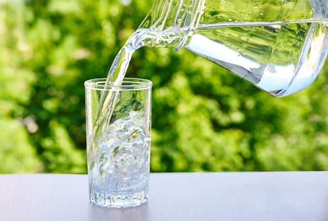 Bổ sung nước tinh khiết và nước điện giải